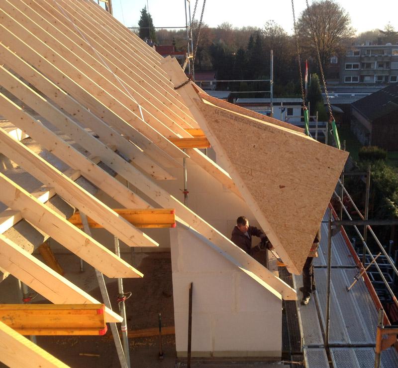 Montage von indivuduell geplanten Dachgauben und Dachlogien